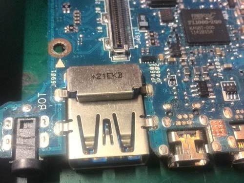Wymiana gniazda zasilania w laptopie asus przed wymianą