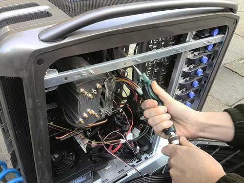 Serwis komputera stacjonarnego z procesorem i7